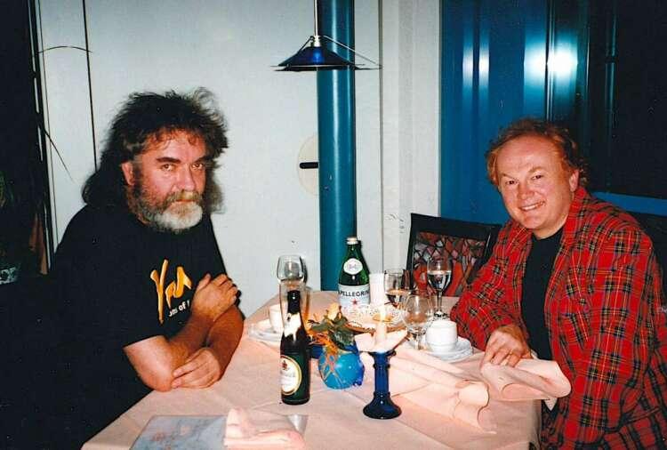 Batt, Mike (1998) Plauderei beim Mittagessen